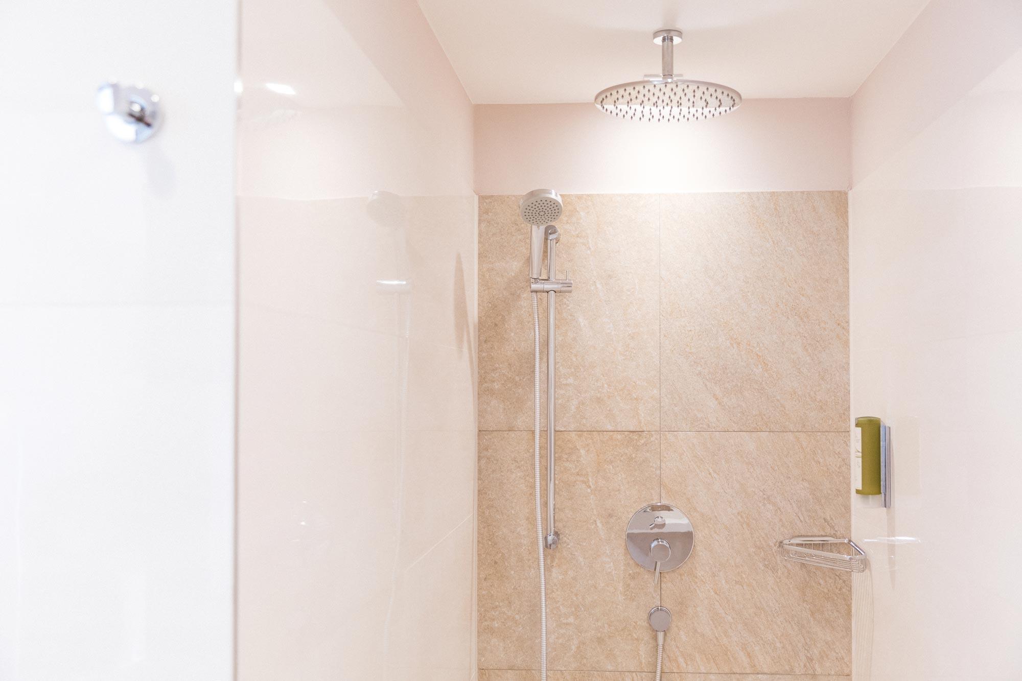 Doppelzimmer Komfort Dusche